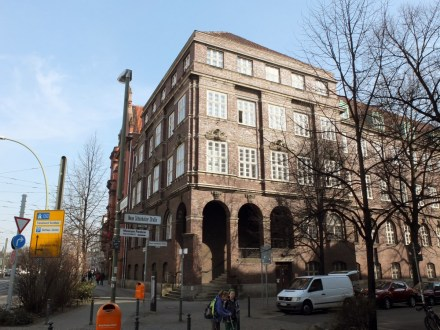 Das Rathaus Berliner Straße Ecke Neue Schönholzer Straße