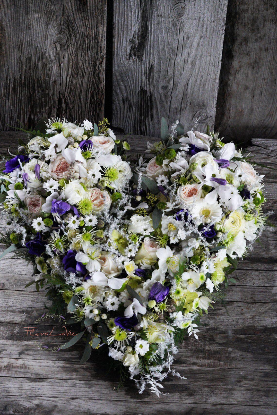 Blumenschmuck für Trauerfall