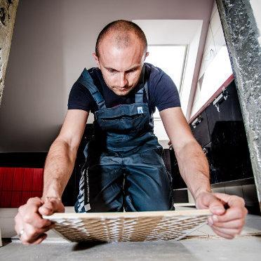 Choosing a Tiler - Tiler laying floor tiles
