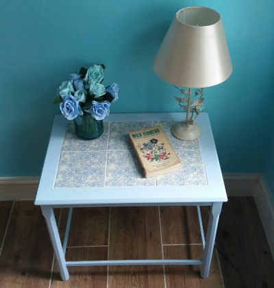 Upcycling a tiled table - blue table example