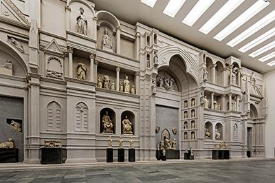 Modello a grandezza naturale dell'antica facciata medievale del Duomo realizzata da Arnolfo di Cambio