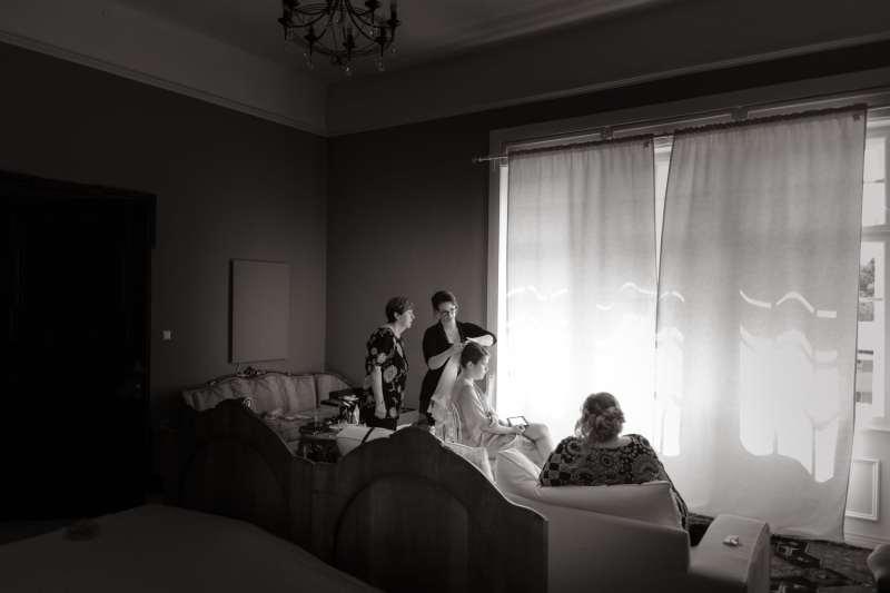 Vorbereitung-braut-im-hotelzimmer