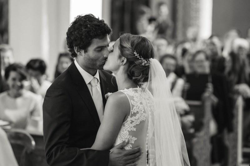 hochzeit tanzenberg-erster kuss