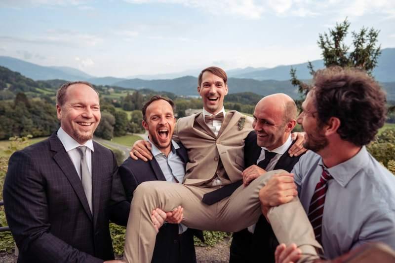 lustiges-gruppenfoto-burg sommeregg
