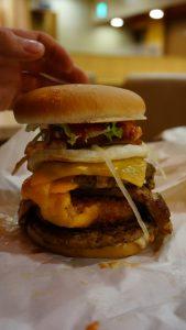Der ALLES Burger bei Lotteria. War sogar wirklich lecker.