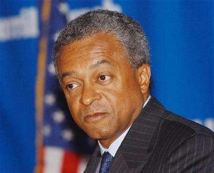 Stanley O'Neal, former CEO of Merrill Lynch O'Neal was fired in November 2007 after Merrill Lynch lost $8 billion on mortgage-backed securities, and was given a golden parachute of $161.5 million. He has a Park Avenue apartment in New York City and a home in Edgartown, Massacusetts, on Martha's Vineyard. O'Neal is on the board of Alcoa Inc.