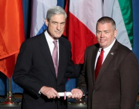Former Miami FDLE Assistant Special Agent-in-Charge Robert Breeden with ex-FBI director Robert Mueller.