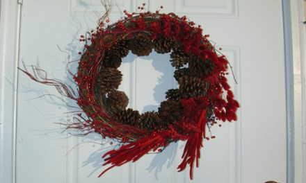 HOW TO MAKE A CHEERY RED DRIED FOLIAGE CHRISTMAS WREATH
