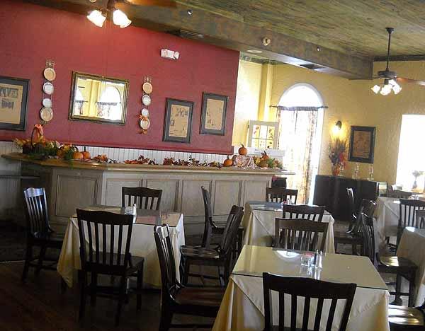 Historic Florida Seminole Inn dining room