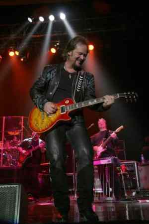 Travis Tritt to perform at the Florida Seafood Festival 2011