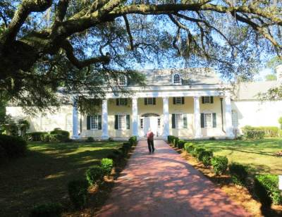 I do not think it is a coincidence that the Stephen Foster Museum at Stephen Foster Folk Culture Center State Park looks like a class Southern plantation.