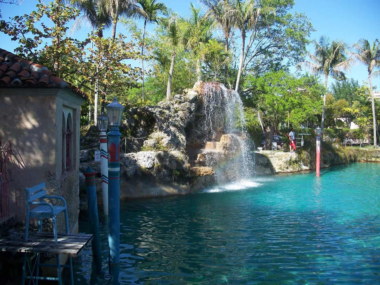 Coral gables venetian pool a tropical vacation florida rambler for What is a freshwater swimming pool