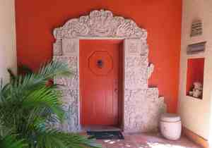 Entry door at the Kampong in Coconut Grove. (Photo: David Blasco)