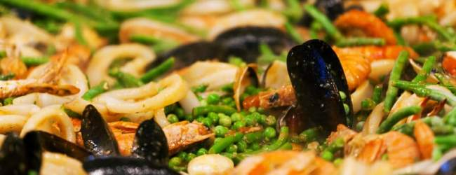 Paella is a popular seafood dish in Florida. (c) Can Stock Photo / AntonioGravante