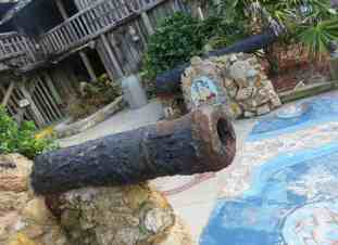 Cannons and ceramic tiles are among the items used to decorate the exterior of the Driftwood Inn in Vero Beach. (Photo: David Blasco)