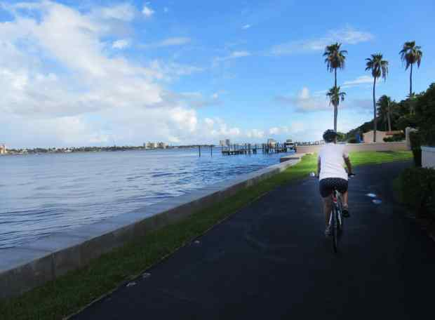 Waterfront views are a favorite feature of the Lake Trail in Palm Beach. (Photo: David Blasco)