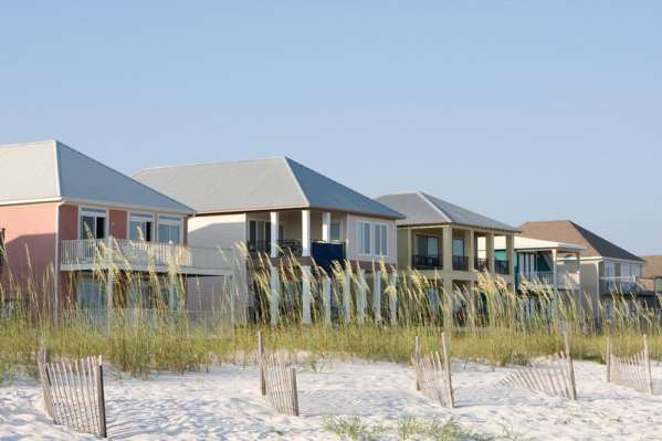 beachfront vacation home rentals via canstock