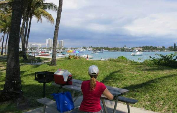 If you're going to Peanut Island, pack a picnic. There are many shaded tables with good views.