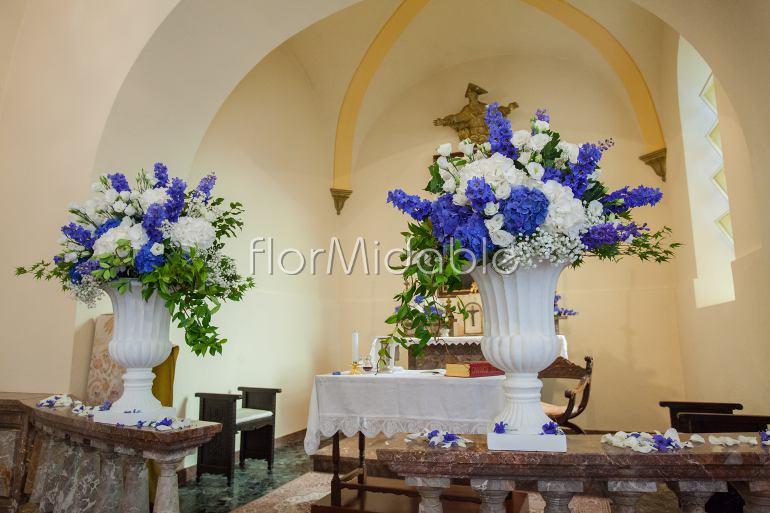 Matrimoni e bouquet da sposa con fiori blu tiffany