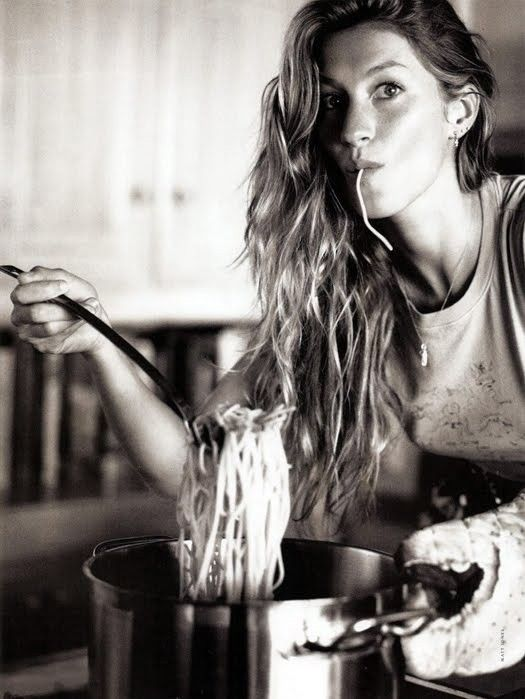 model eating carbs