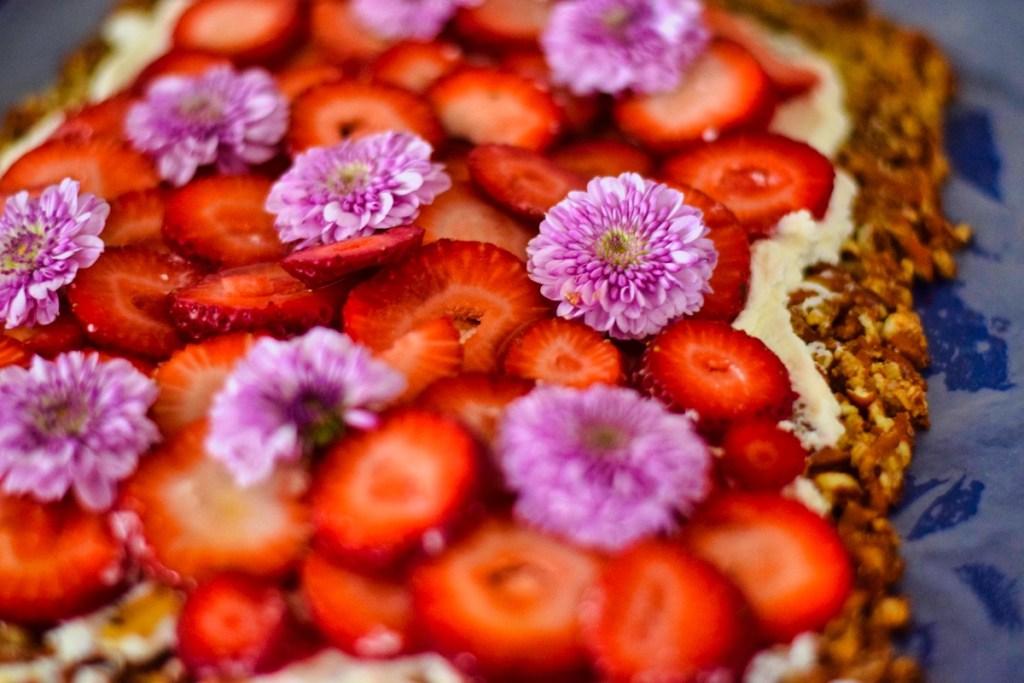 lemony-strawberry-pretzel-treat