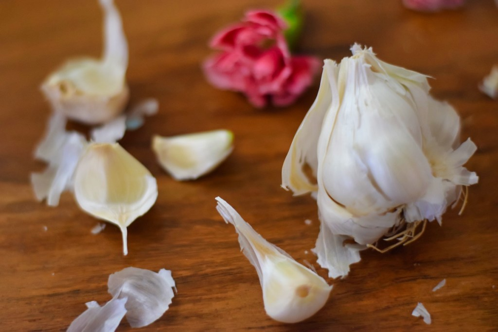 easiest-garlic-peeling-trick