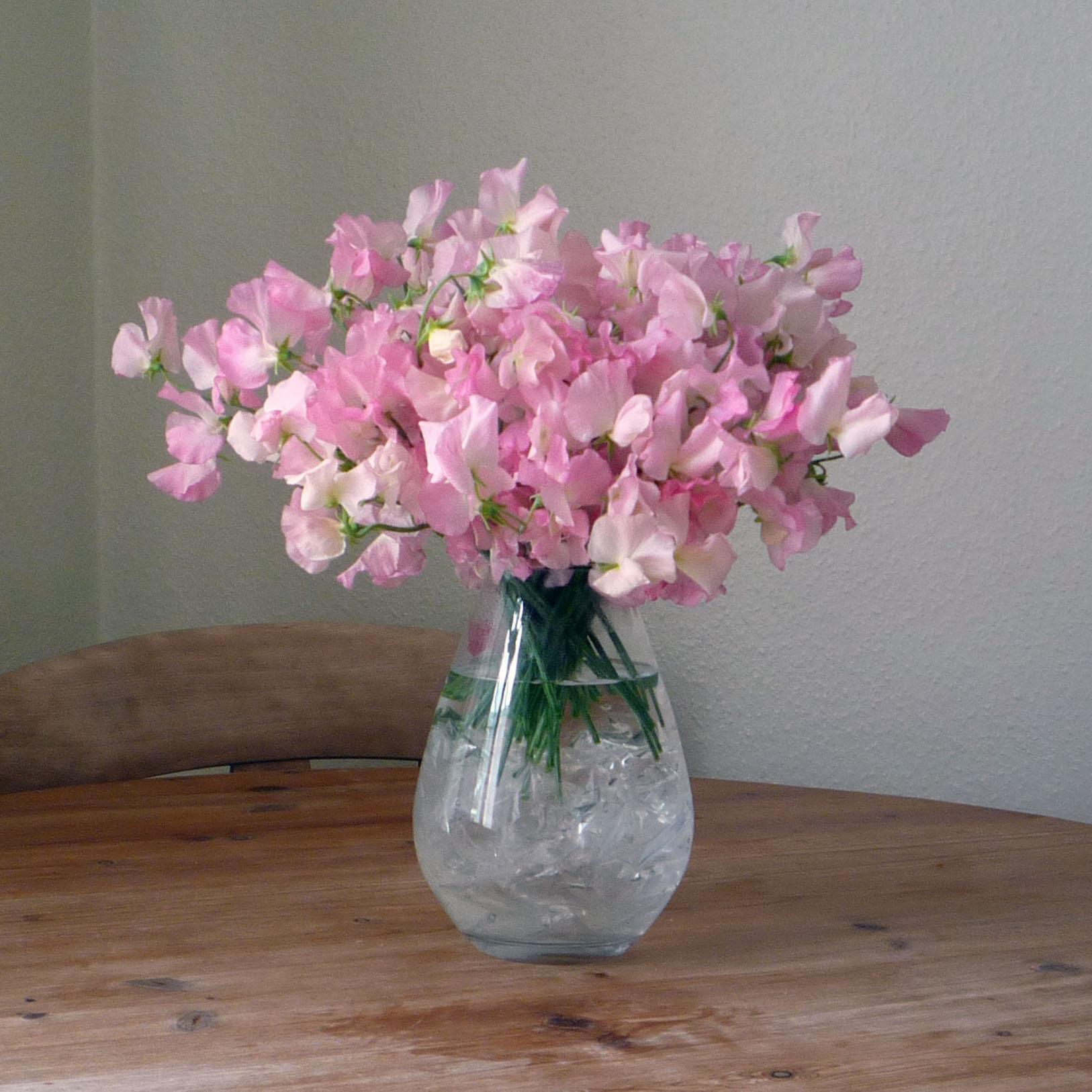 Gorgeous Vintage Flower Arrangements For Spring