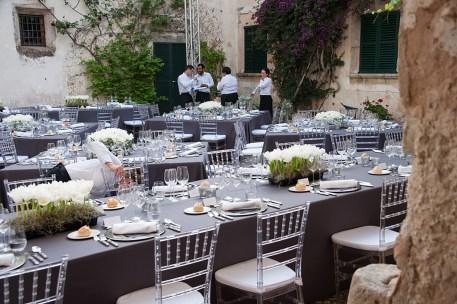 Es Fangar silver, white and black wedding (12)
