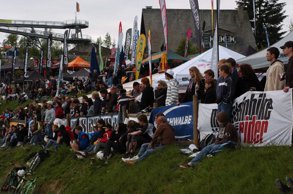 ixs-dirt-masters-2008-winterberg-crowd.jpg