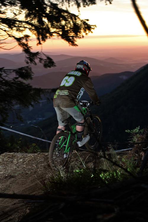 Chrisu_Kogelbauer_Team_Bikepark_semmering-24h-DH_BAUSE.jpg