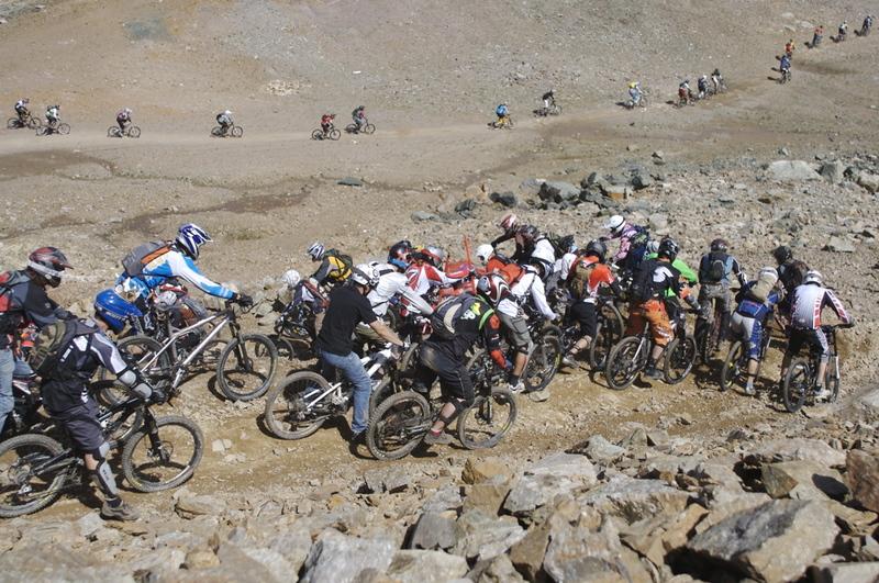 bike attack trek kurve rennen
