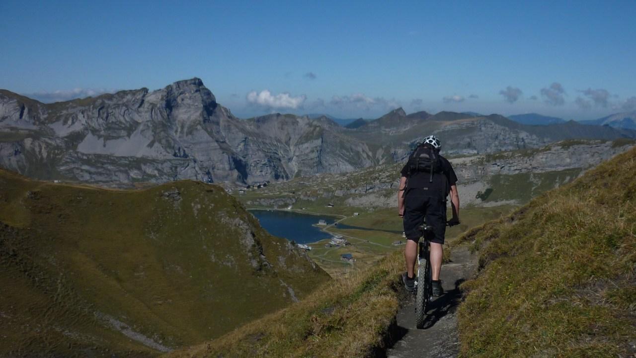 Vorallem auf weniger steilen Strecken macht ein leichtes Bike mehr Spass, da man Energiereserven hat.