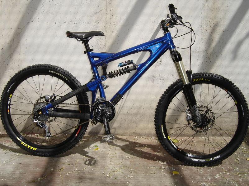 Das ultimative Freeride Mountain Bike: Santa Cruz VP Free - Blau Singlecrown