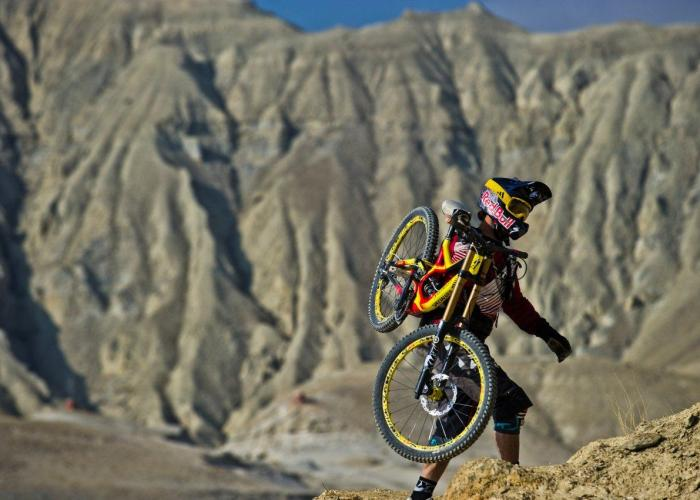 Darren Berrecloth beim Bike & Hike in Nepal (Foto: Blake Jorgensen) - Where the trail ends