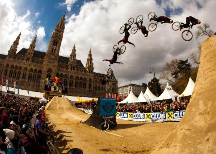 Vienna-Air-King-2013-_Action_Szymon Godziek_by AleDiLullo