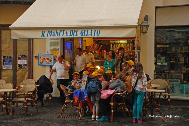Heladeria en Amalfi y unos bambini de excursión