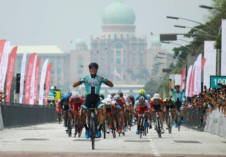 The monumental backdrop of Putrajaya held its own against Travis' triumph © Fathil Asri