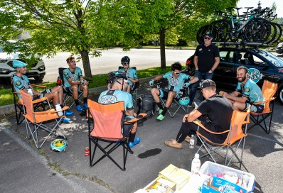 Team meeting led by Sports Director Gord Fraser ©canadiancyclist.com