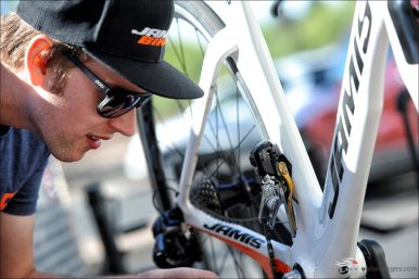 Yohan putting it all together in Tucson ©VeloImages