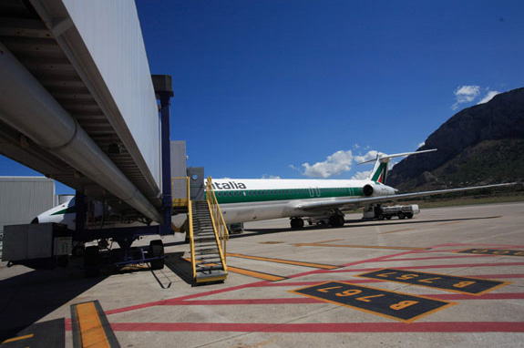 Palermo Airport Sizilien  Transport Flughafen zur Stadt Autovermietung