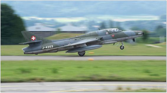 fly fighter jet hawker hunter switzerland