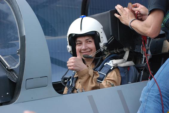 fly fighter jet l39 albatros paris