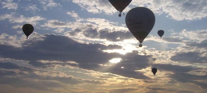 """Volare in Mongolfiera. Rai3. """"Tg3 Persone"""": John Aimo, l'acchiappa nuvole."""