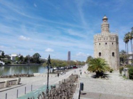 Sevilla Torre del Oro.© Propiedad de Fly and Grow