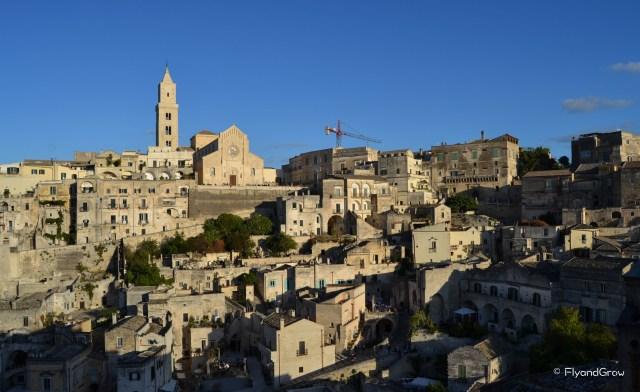 Vista del Duomo de Matera con sassi