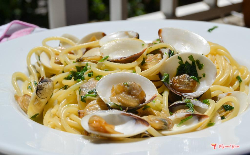 plato de espaguetis con almejas italiano
