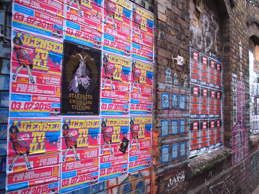 Typisch Berlijn aanplakbiljetten