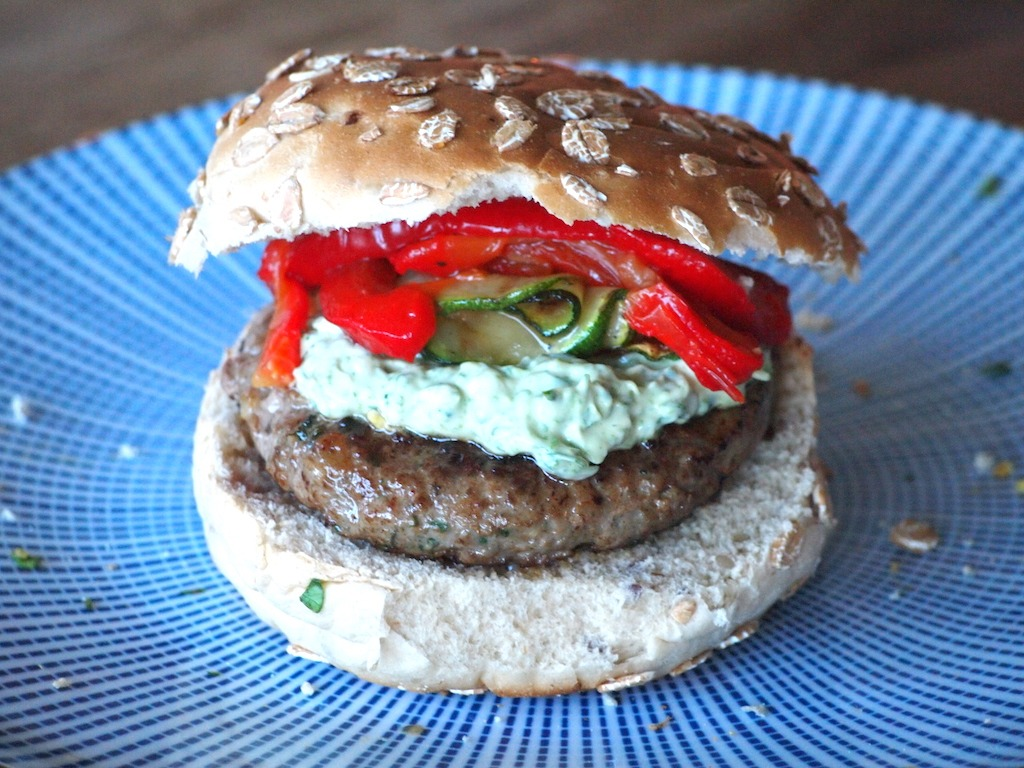 Recept hamburger met gegrilde groentes en dragon mayonaise