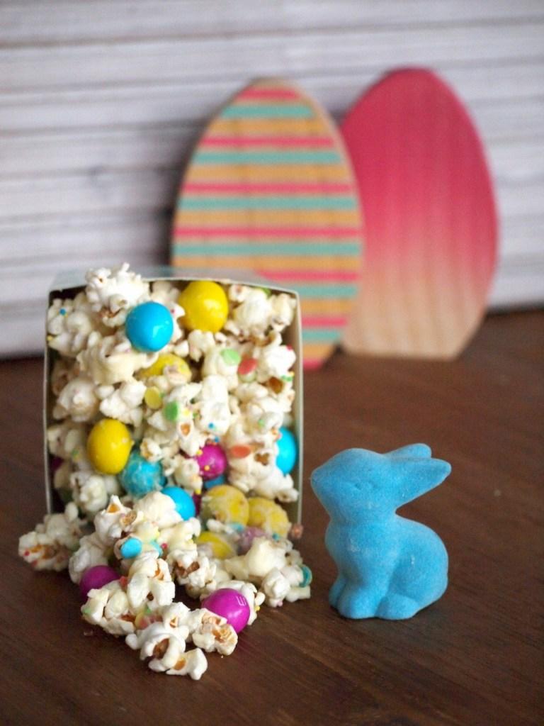 paas popcorn met witte chocolade en m&m's