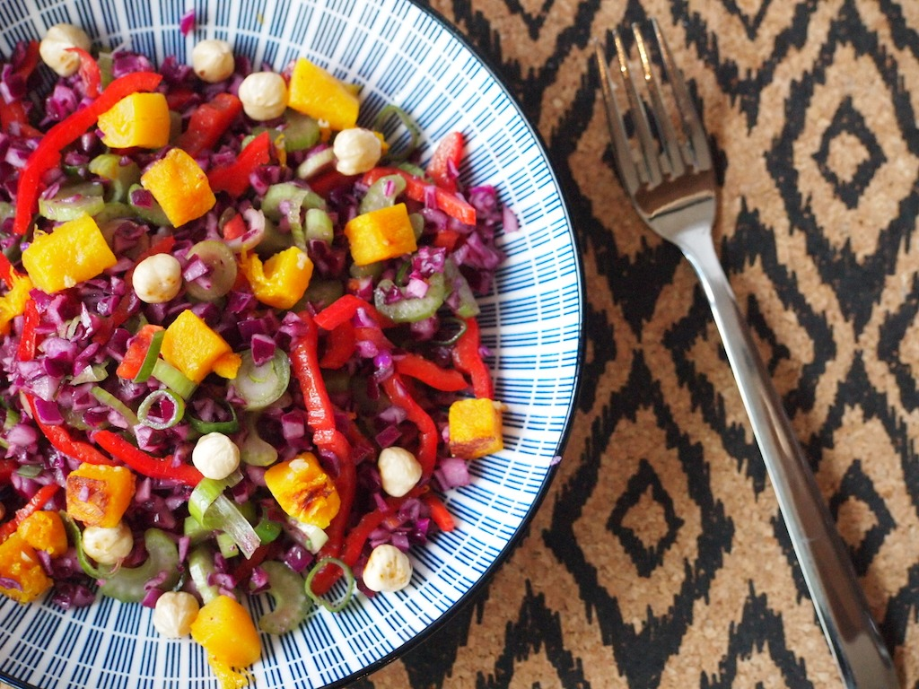 Herfstige coleslaw met gegrilde pompoen